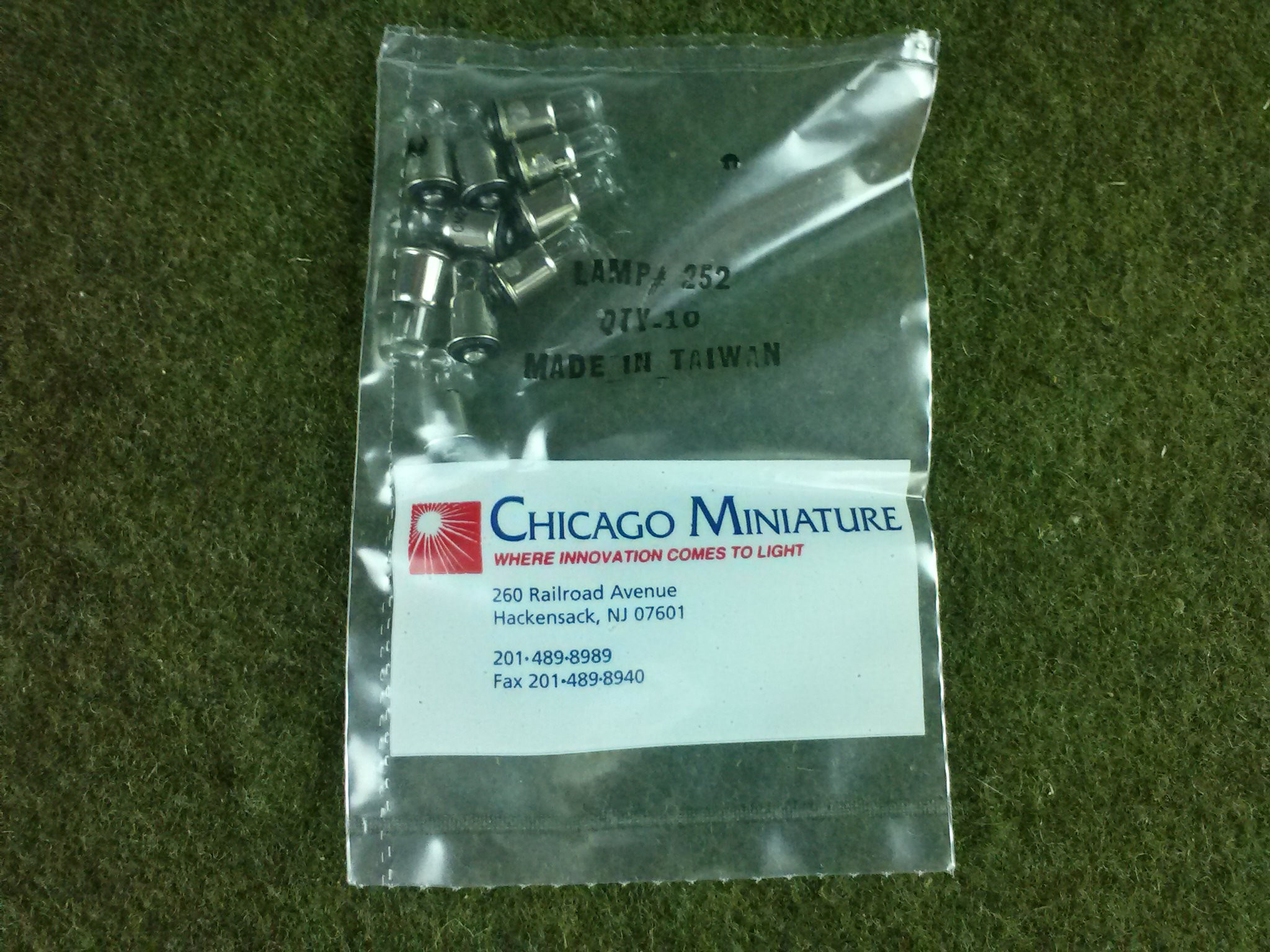 100 Chicago Miniature TL-1.25 Flanged Midget 2.5v .35 Amo Clear Bulb