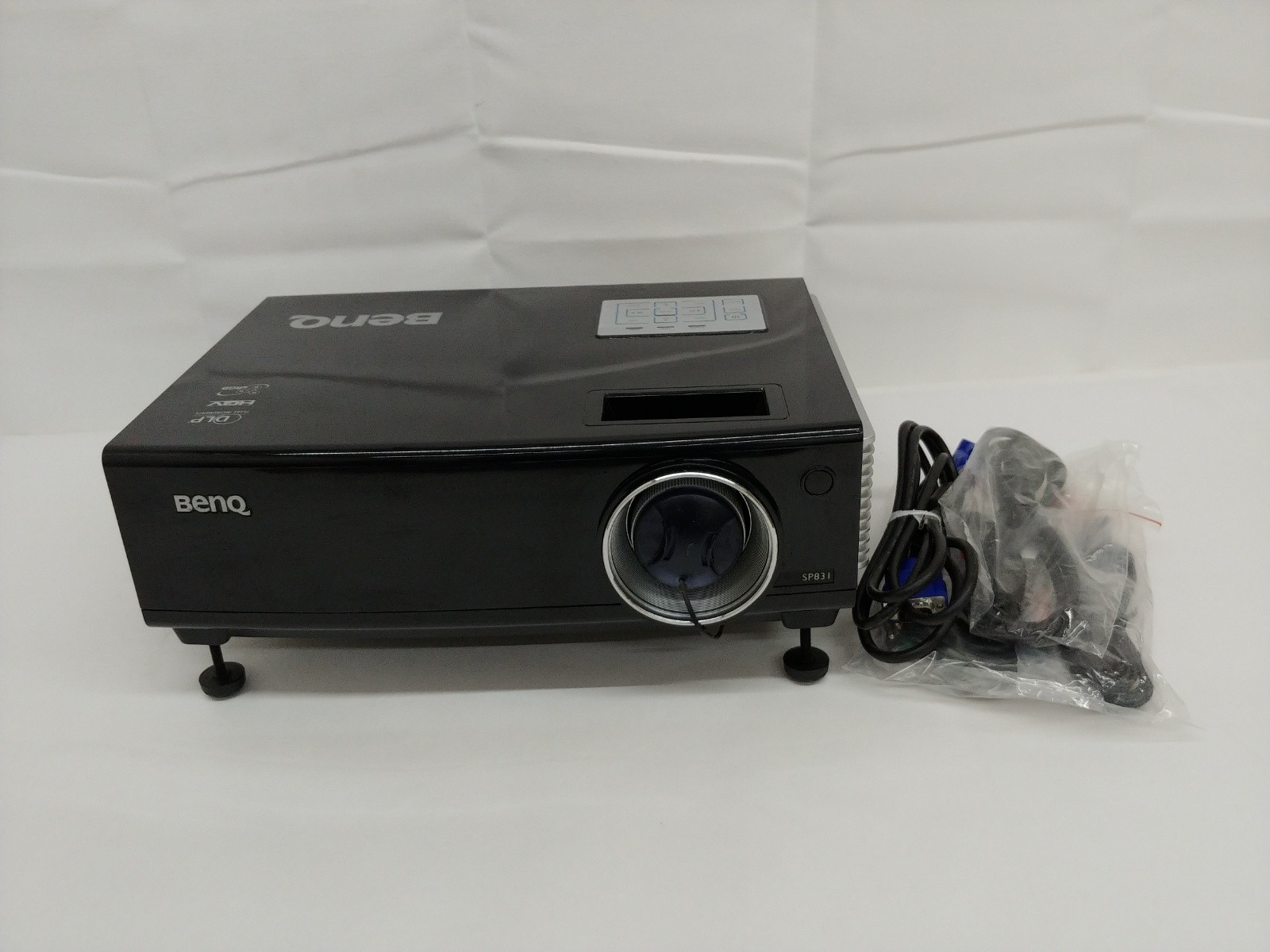 BenQ SP831 4,000 lumen DLP Data Projector 748 Hrs