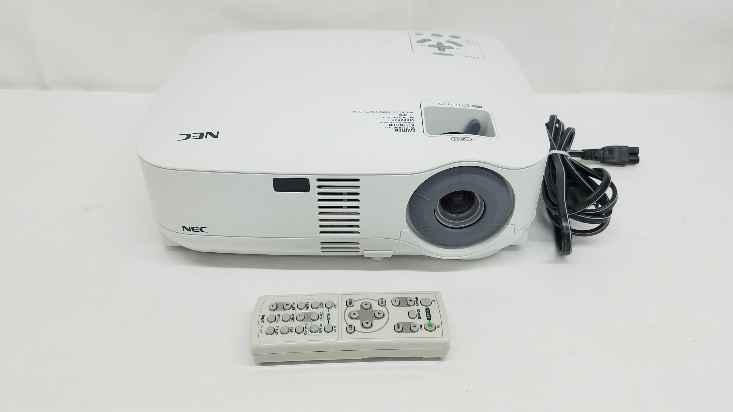 NEC VT590 Portable LCD Projector New Lamp and Filters