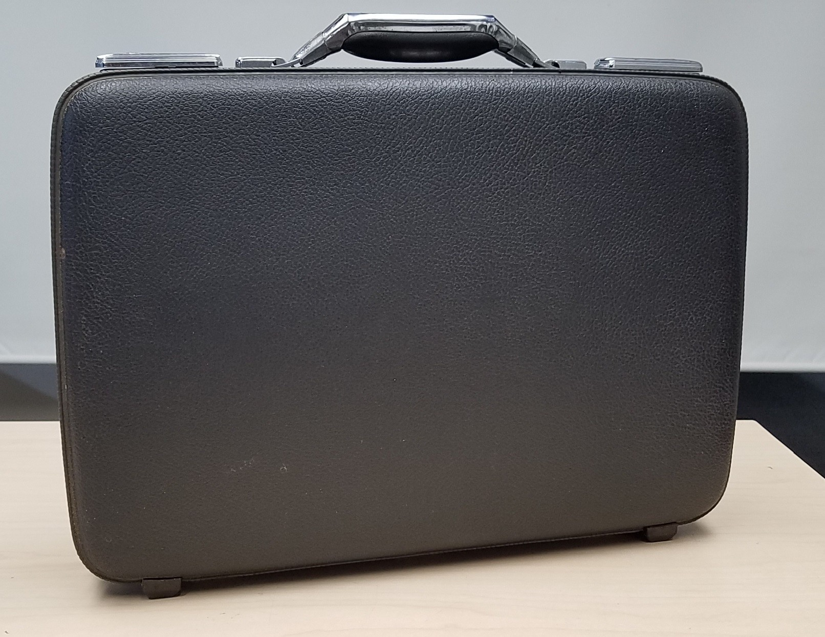 American Tourister Tiara Hard Case Key Lock Slim Briefcase Attache No Key